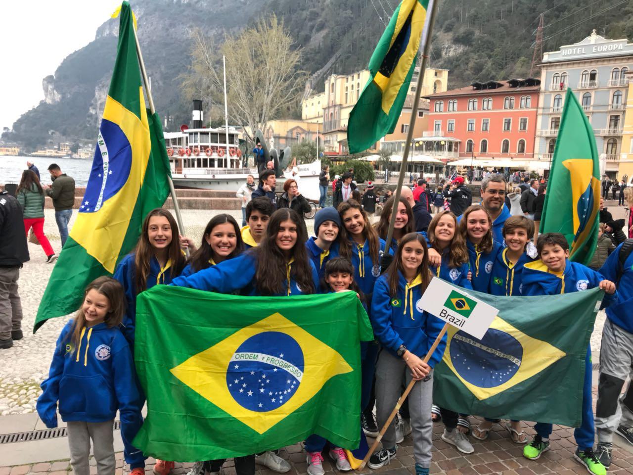 Brasileiros participam da maior regata de Optimist do mundo